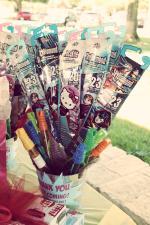 Party favors: kits and bubble wands
